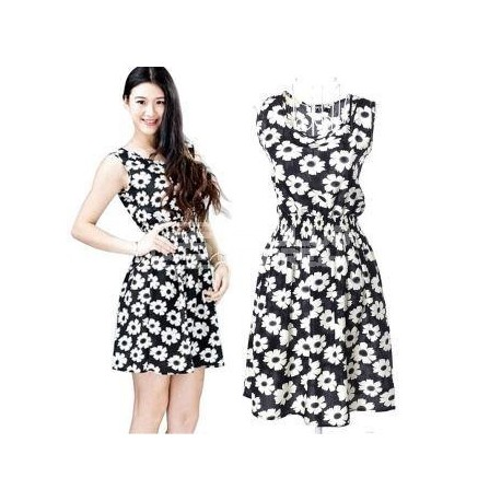 Vestido curto florido com cores preto e branco tamanho S
